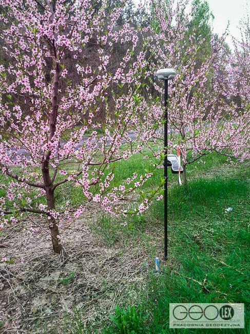 Wiosennie w terenie – tyczenie trasy wodociągu